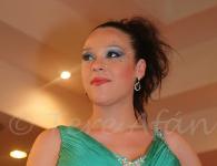 chica maquilada con maquillaje profesional por la asesora de belleza