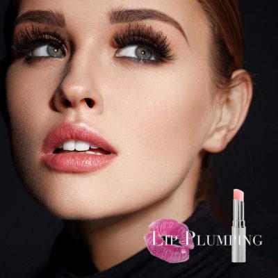 chica destacando como tendencias en maquillaje, un bálsamos que aporta volumen a labios